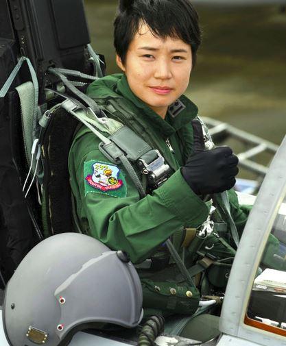 松島美紗さん、初の女性戦闘機パ...