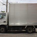 【悲報】停車中の甲斐明日香さんのトラック下に小学生が潜り込み死亡
